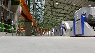 Verdens mest energieffektive produksjon av aluminium i gang på Karmøy - her er alt du trenger å vite