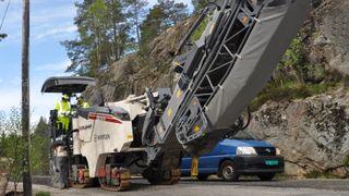 Skal vedlikeholde og reparere asfaltveier uten stopp i trafikken