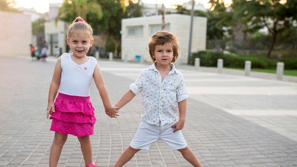 1e57527e Ansatte i barnehager sier til jenter at de er yndige og at klærne deres er  søte