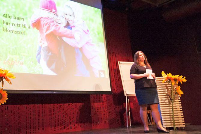 Fag- og innovasjonssjef i Espira, Pia Paulsrud på SOS-barnebyers Solsikkekonferanse.