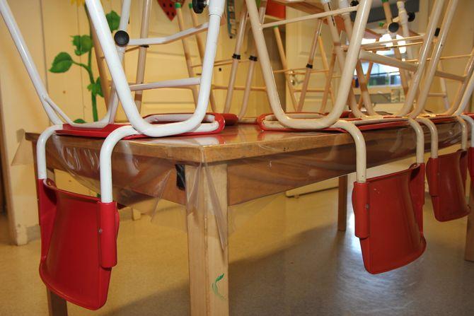 Det tok tid før de fant bordplast, eller plast på rull, uten ftalater eller parabener, men Jysk har, så nå kjøper alle barnehagene plastrullene der. Det handler også om å oppdra forhandlerne til å tilby miljøvennlige og giftfrie produkter.