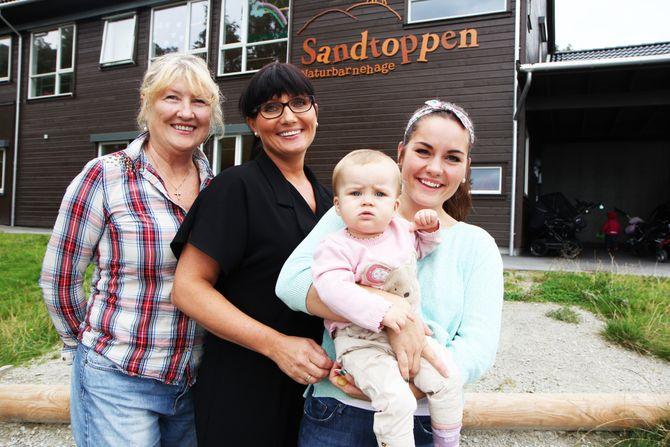 Ett år gamle Mille Myhre Farningham sammen med mamma Kine Myhre (27), bestemor Katrine Langheim (45) og oldemor Karin Lunde Pedersen (63).