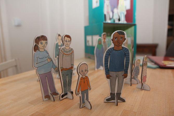 """Silje Hrafa Tjersland savnet materiell for barn om mangfoldet i moderne familier i Norge i dag. Slik ble prosjektet """"Familier - ulike og unike"""", til."""