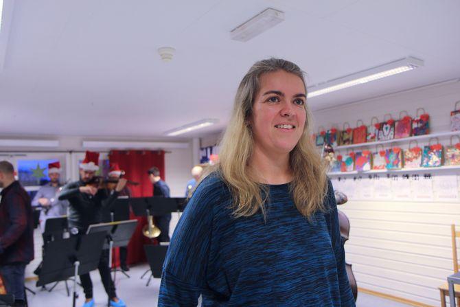 Elisabeth Tobiassen styrer skuta i styrers fravær og håpte at ungene ville like musikken til NOSO.