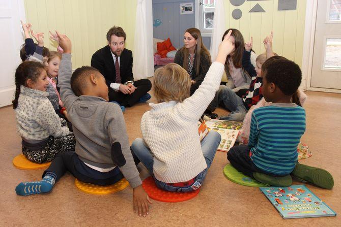 Kunnskapsminister Torbjørn Røe Isaksen vil at barnehagene skal jobbe mer systematisk med språk og læring.