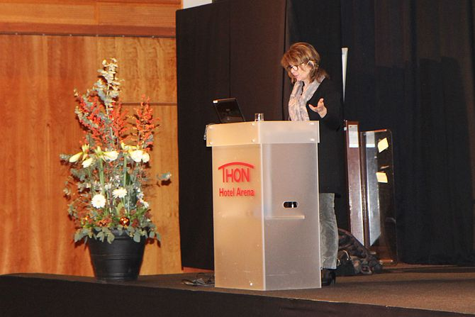"""Professor Bente Eriksen Hagtvet ved Institutt for spesialpedagogikk på Universitet i Oslo, her på Barnehageforums konferanse """"Det magiske språket""""."""