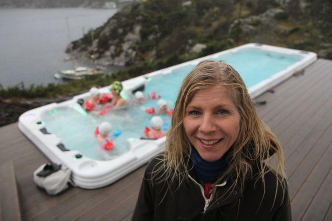Sjøen ligger like ved barnehagen. Lise Lauvik brenner for å gjøre barna trygge i vann.