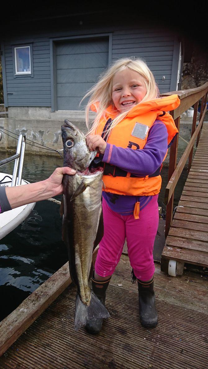 Nathalie fikk en flott lyr på fire kilo, og gjett om hun var stolt da pappaen hentet henne.