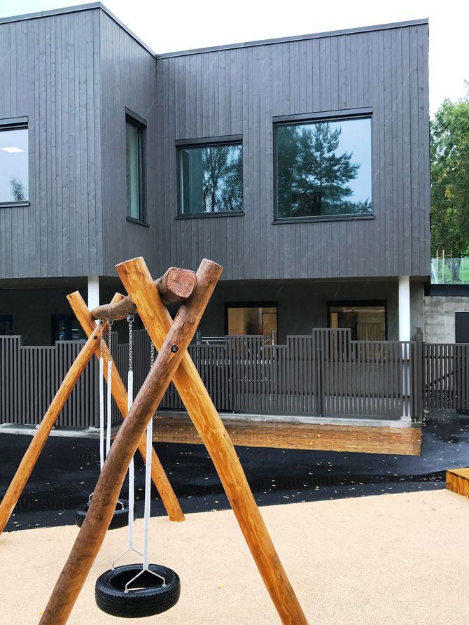 Haugenstien barnehage er en fireavdelings barnehage, tegnet av  Enerhaugen arkitektkontor AS. Bygget har 290 m² solceller på som vil produsere rundt 40 000 kWh/år. Barnehagen åpner denne høsten.