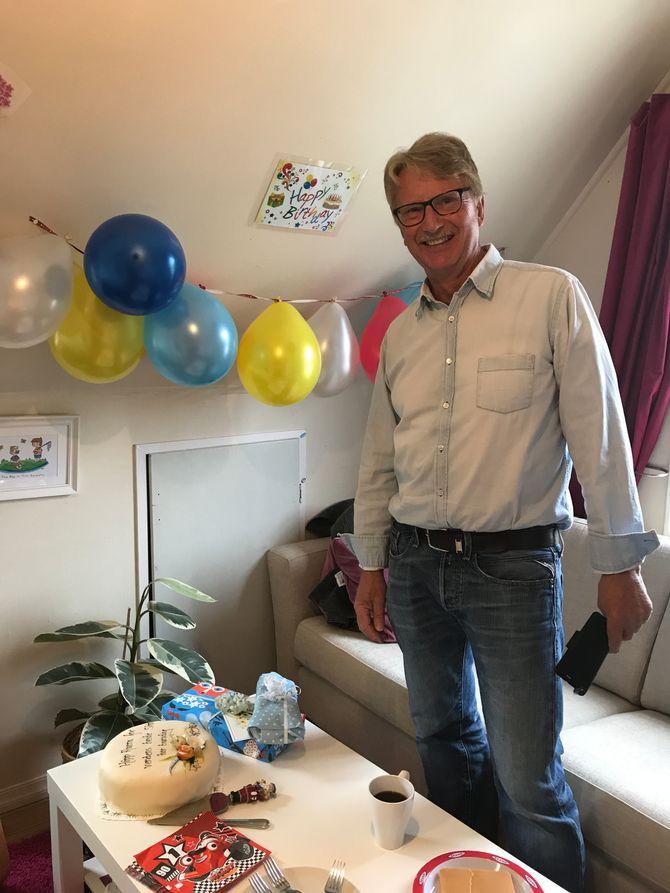 70-årsdagen til supervikaren Stein-Arve Karstad, gikk ikke upåaktet hen. - Han er hele barnehagens bestefar, sier daglig leder i Eventyrdalen barnehage, Monica. W. Basberg.