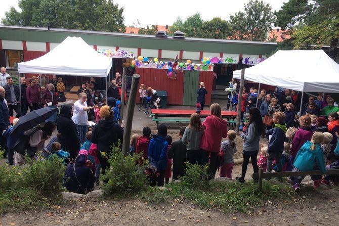 Barn, ansatte og foreldre var samlet til stor jubileumsfest for å feire at barnehagen fyller 50 år.