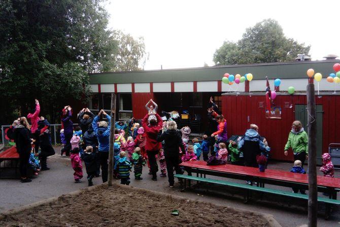 På formiddagen var det bursdagsselskap, med besøk fra Skauen og Sandbakken barnehage.
