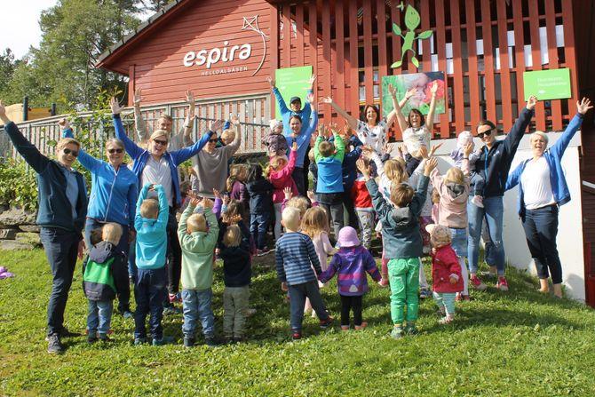 """Espira Helldalsåsen er en av åtte finalister i kåringen av """"Årets barnehage 2017"""". De svenske eierne ber folk som tviler på kvaliteten i konsernets barnehager om å besøke dem for selv å se."""