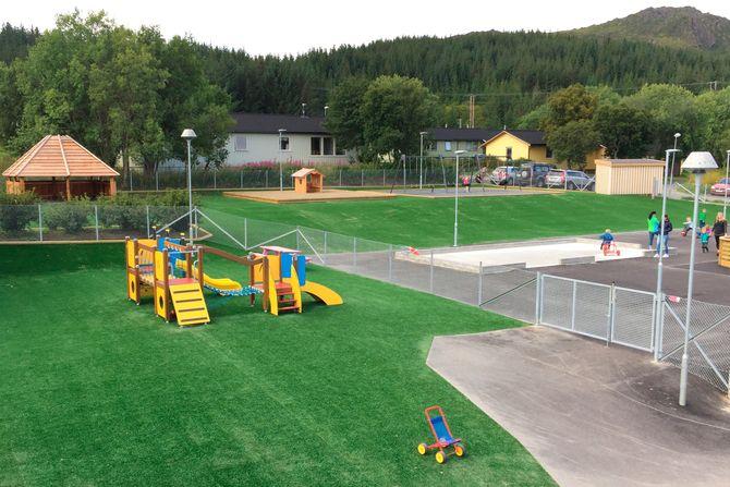 Mandag i forrige uke kunne barna endelig teste ut den nye lekeplassen.