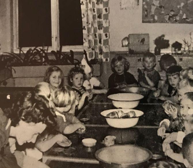 Barnehagen ble startet av Laila Roll Schjelderup i 1942.