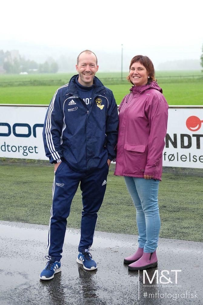Jostein Wahl og Jennie Furulund fra Faaberg Fotballs Begeistringsutvalg er strålende fornøyd med gjennomføringen av Faaberg Mykid barnehage-NM.