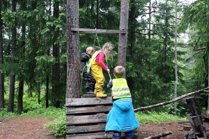 Andromeda barnehage satser særlig på friluftsliv og barna er vant med å tilbringe mye tid i skogen.