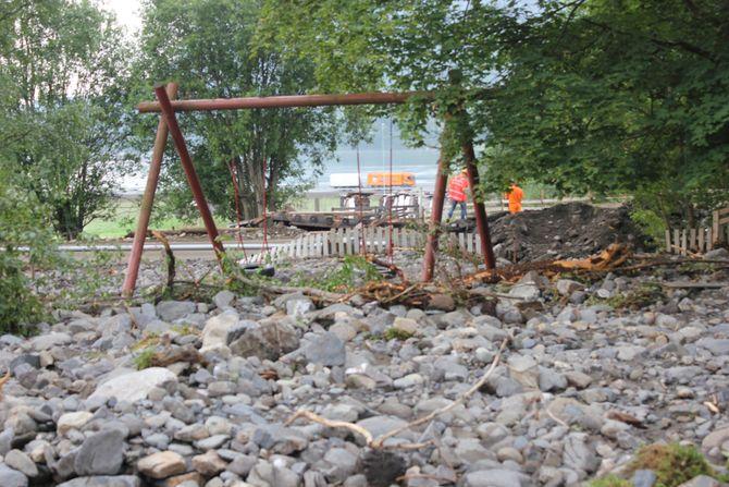 Da Brynsåa gikk over sine bredder i 2014 kom vannet helt inn i barnehagen og det ble store skader både innvendig og på uteområdet.