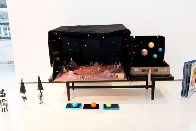 Barna fra Rødbøl barnehage tok de besøkende med på en «reise» til Mars.