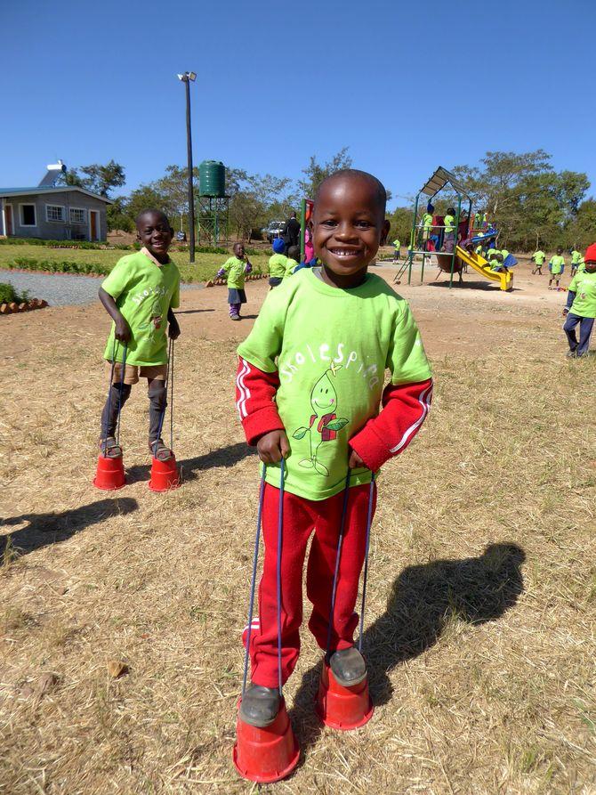 I Espiras barnehage i Zimbabwe får 120 barn i alderen 3-6 år leke og lære i trygge omgivelser.