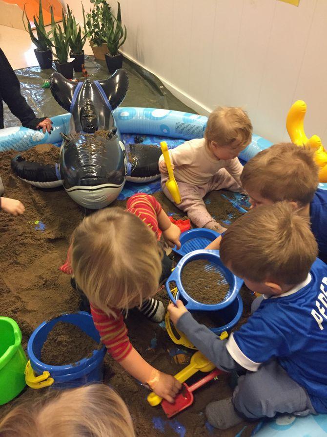 For hver aktivitet, fikk barna stempel i de hjemmelagde passene sine.