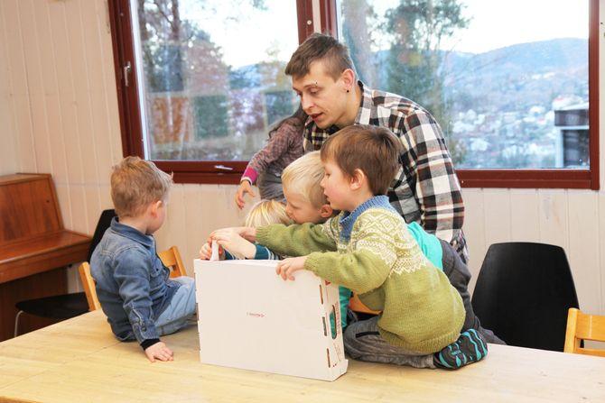 Barn og ansatte i Rønningen Kanvas barnehage har brukt mye tid på å bli kjent det siste året.