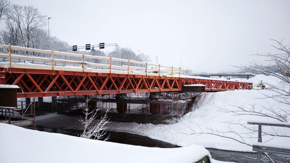 For å møte de strenge miljøkravene samtidig som man tok hensyn til grunnforhold og plass ble det utviklet et nytt bruprodukt til E16-prosjektet i Bærum.