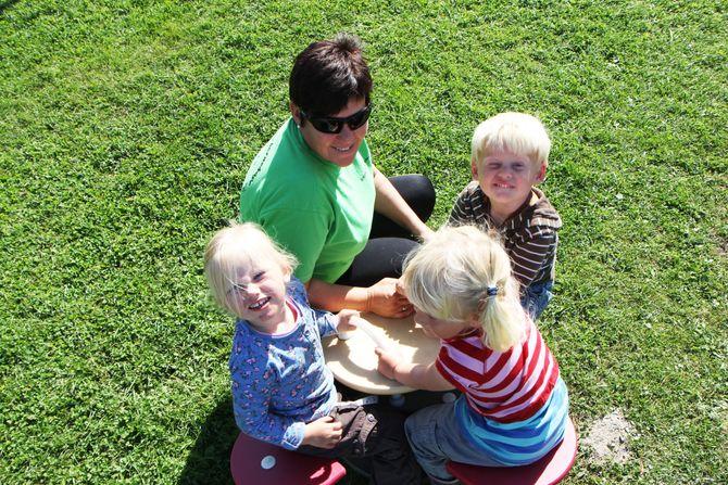 Også barne- og ungdomsarbeider Kirsten Hammerud har gjennomført fargeskjemaet til Kari Pape. - Det var veldig lærerikt, sier hun.