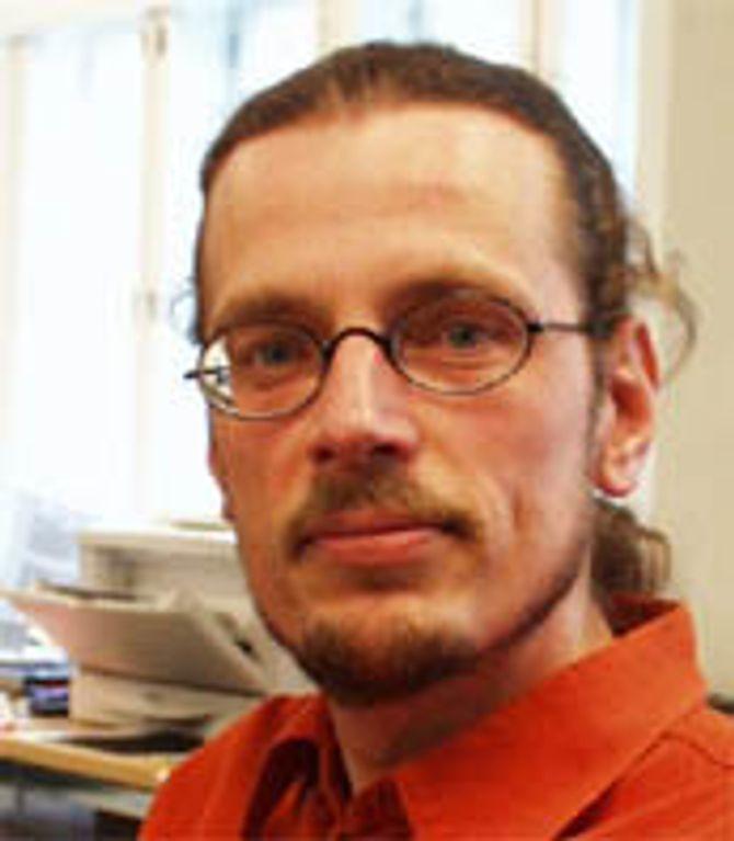 Lasse Lipponen ved Helsingfors Universitet, bekrefter at det er vanskelig å komme igjennom nåløyet i barnehagelærerutdanningen.