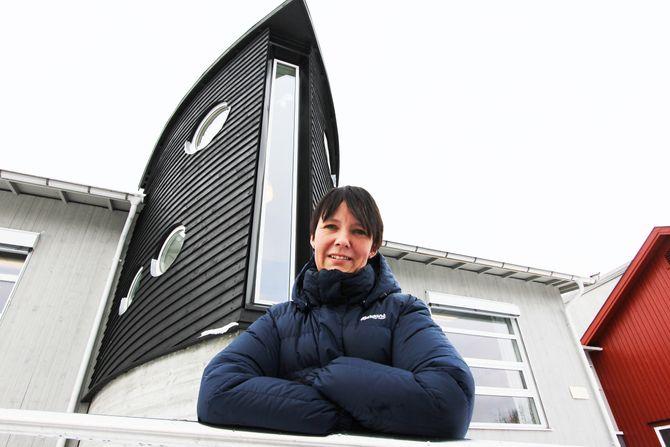 Styrer, eller kaptein og man vil, Heidi Ferrandi er stolt av barnehagens unike arkitektur. «Arken» er godt synlig og markerer Noahs Arks profil.
