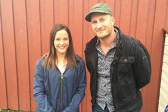 Barnehagelærer i Solstrand barnehage, Marthe Holberg Eggen sammen med fagarbeider og musikkprodusent Idar Andreas Sørensen.