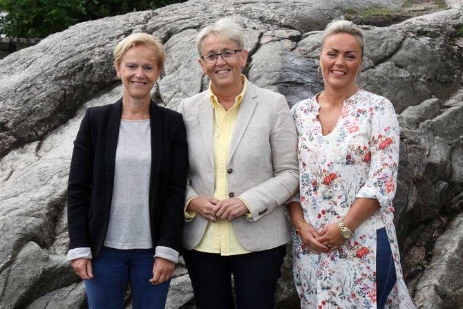 Fra venstre: Styrer i Bergtorasvei barnehage Anne Gro Kvernes, Marianne Godtfredsen i FLiK-ledelsen og styrer i Læringsverkstedet avdeling Gimlekollen og avdeling Grim, Gyro Mosdøl.