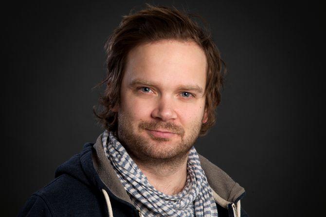 """Arne Schrøder Kvalvik er forfatter, musiker og driver bloggen """"Veras univers - til de voksne""""."""