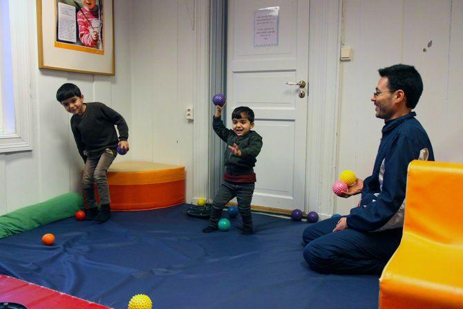 Yaser Ali er glad for aktivitetstilbudet på Disen Gård Kanvas-barnehage. – Det er et veldig bra sted for barna å leke, sier han.