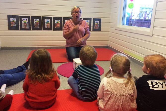 Alle bøker og sanger i Solås barnehage, er tegnsatt.