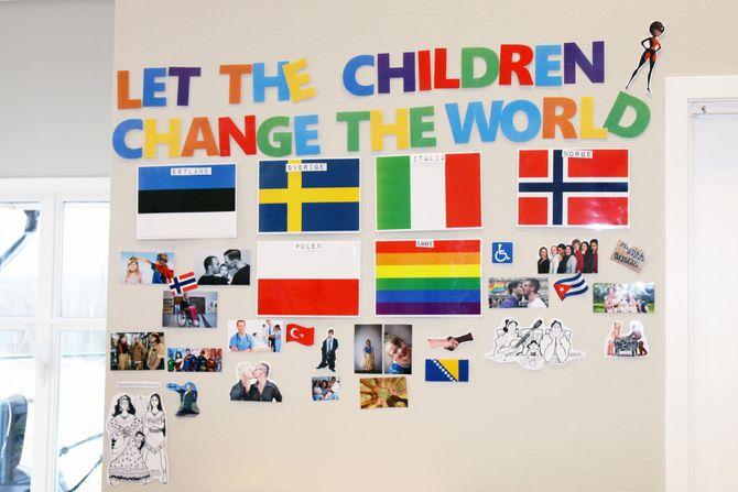 Prosjektet har fått navnet «Let the children change the world». Hver avdeling har laget en sin egen prosjektvegg.