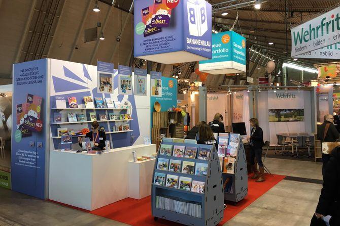 Bøkene til Helle og Fløgstad var representert på bokmessa Didacta i Stuttgart i fjor.