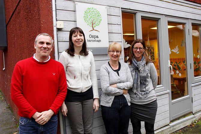 Tre nye: Flemming Slot Petersen er daglig leder i Ospa og Frydenlund barnehage, to av de tre barnehagene Norlandia overtok driften av sist høst. Her sammen med pedagogisk leder Gry Meiring (f.v.) i Frydenlund barnehage, Anita Lindseth i Ospa barnehage og prosjektleder Synve Reitan i Norlandia.