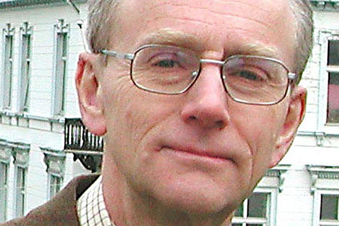 Støtter Helleland.Professor i forvaltningsrett ved Universitet i Bergen, Jan Fridhjof Bernt.