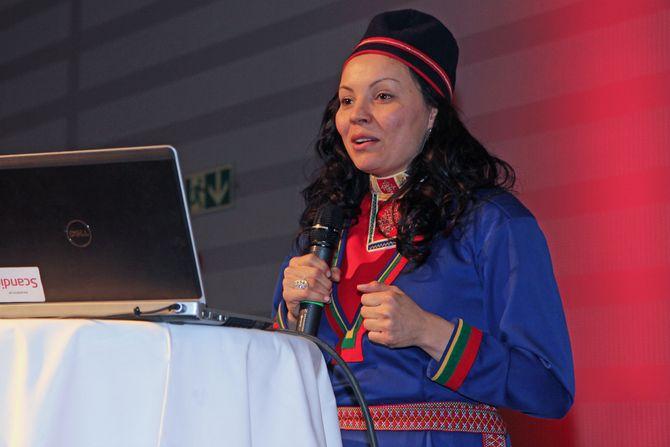 FUB-medlem Miriam Paulsen på talerstolen under FUBs foreldrekonferanse Tråante 2017.