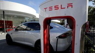 Analytiker: - Teslas tilleggspakke til 65.000 kroner kan umulig gjøre bilene selvkjørende