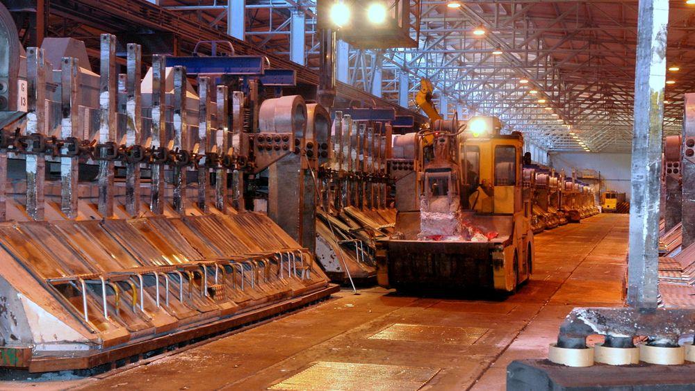 Aluminiumsproduksjon i Årdal. Alle smelteverkene skal med på digitalisering. De eldre elektrolysecellene oppgraderes og får ta del i det digitale skiftet etter hvert som teknologien er testet ut på Karmøy Pilot.
