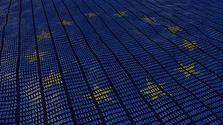 EU-flagget bestående av binærkode. Illustrasjonsfoto