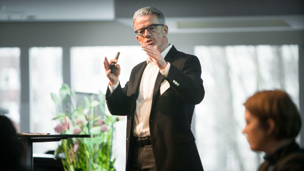 Dr. Stefan Niemand er elbilsjef i Audi AG. Under Nordic EV Summit 2018 fortalte han om en tradisjon som er tung å snu.