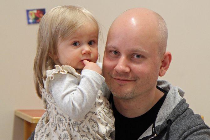 Lilly er 13 måneder gammel. - Vi søkte i fjor, men da var det fullt i barnehagene, sier pappa Øyvind Sørensen.