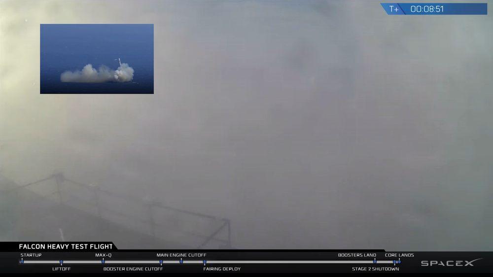 Skjermbilde fra livestrømmen til SpaceX med innfelt bilde av tidligere feil ved landing på havlekteren.