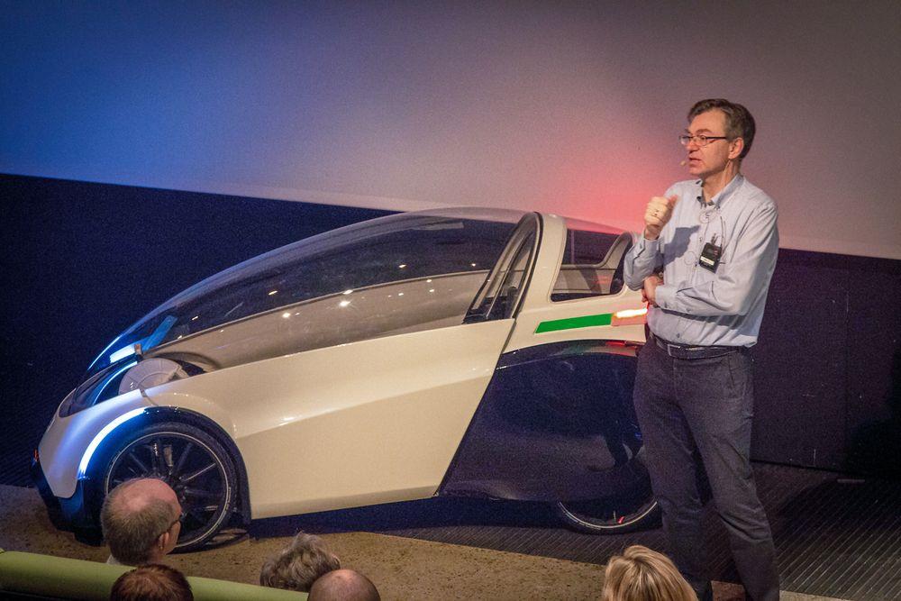Sykkel eller elbil? Den nye elsykkelen som Per Hassel Sørensen har konstruert kan se ut som en liten bil, men den er en sykkel.