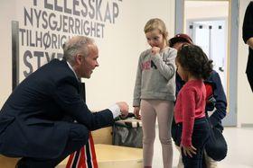 Dette var Jan Tore Sanners første besøk i barnehage etter at han ble kunnskaps- og integreringsminister.