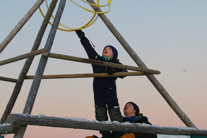 Barna i Bukkespranget Naturbarnehage lærer tidlig å bryte nye barrierer.