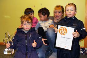 Ingrid Skarprud og barna syntes det var gøy å vinne den Nasjonale barnehageprisen for kunst og kultur som deles ut av Nasjonalt senter for kunst og kultur i opplæringen.